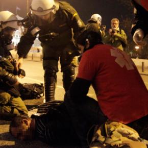 Ανοιχτό το κέντρο -Εμπόλεμη ζώνη το Μοναστηράκι, στο νοσοκομείο ο τραυματίας[εικόνες]