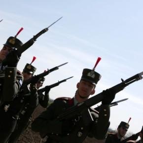«Αριθμολαγνεία» στο Σύνταγμα σιωπή στο Χολαργό διαλύουν τις ΈνοπλεςΔυνάμεις