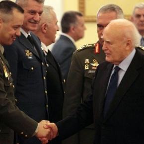 Τη νέα στρατιωτική ηγεσία δέχθηκε ο ΚάρολοςΠαπούλιας