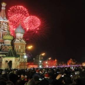 Ο Β. Πούτιν στην Κόκκινη Πλατεία για τους πανηγυρισμούς της ένταξης τηςΚριμαίας