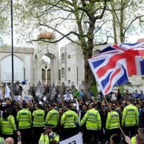 Διαμαρτυρία ενάντια στους Ισλαμιστές στοΛονδίνο