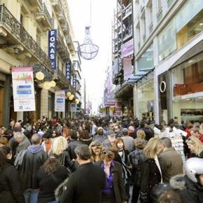 Ενταση και χημικά στο κέντρο της Αθήνας – αυξημένη η αγοραστικήκίνηση