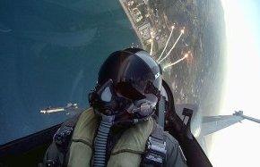 """Ο σμηναγός που """"χορεύει"""" με το F-16 στον αέρα (Photos &Video)"""