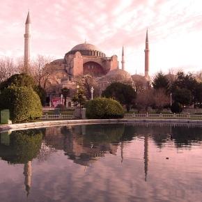 Τούρκοι καθηγητές ζητούν να παραμείνει η Αγιά ΣοφιάΜουσείο