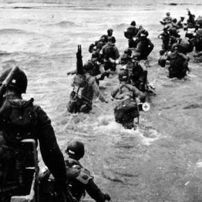 Εβδομήντα χρόνια από την D-DAY Απόβαση στη Νορμανδία! Εβδομήντα χρόνια συμπληρώνονται την Παρασκευή από την 6η Ιουνίου 1944, όταν έλαβε χώρα η μεγαλύτερη επιχείρηση του Β' ΠαγκοσμίουΠολέμου.ΒΙΝΤΕΟ