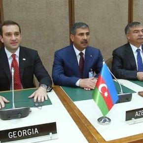 Ενδυναμώνει στρατιωτικά ο άξονας «Αζερμπαϊτζάν – Γεωργία – Τουρκία» λόγω ενεργειακώναγωγών