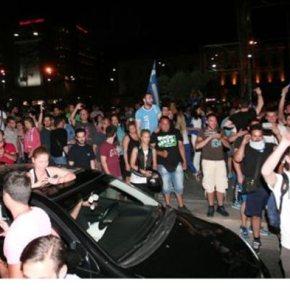 Οι Ελληνες στους δρόμους για τον θρίαμβο της Εθνικής Με επίκεντρο Ομόνοια και Λευκό Πύργο – Συγχαρητήριο τηλεγράφημαΣαμαρά