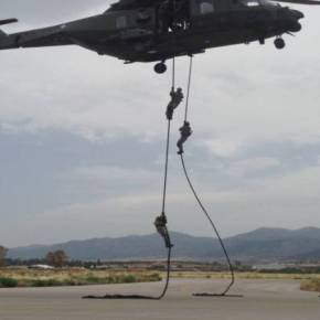 Καταρρίχηση με την μέθοδο του Fast Rope από Ελικόπτερο ΝΗ-90[εικόνες]