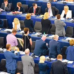 Γύρισαν την πλάτη τους στον ύμνο της ΕΕ Οι ευρωσκεπτικιστές