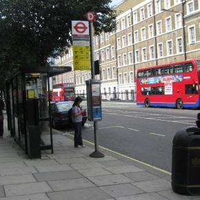 ΔΕΙΤΕ τι γράφουν για την ΕΛΛΑΔΑ σε στάση λεωφορείων στο ΛΟΝΔΙΝΟ! Εδώ απαγορεύεται…!!! (φωτό)