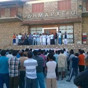 Ισλαμιστές λαθραίοι κατέλαβαν το Δημαρχείο στην Σκάλα Λακωνίας -Τον νόμο της Σαρίας έχουν επιβάλει Πακιστανοί &Αφγανοί!-BINTEO