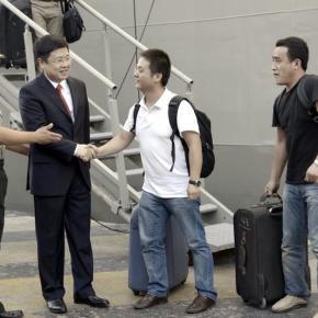 Ο φίλος στην ανάγκη φαίνεται ZOU XIAOLI, πρέσβης της Λαϊκής Δημοκρατίας της Κίνας στηνΕλλάδα