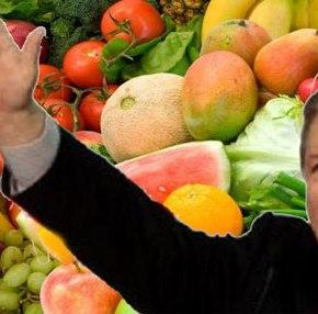 ΟΙ ΕΛΛΗΝΕΣ ΦΟΡΟΛΟΓΟΥΜΕΝΟΙ ΘΑ ΠΛΗΡΩΣΟΥΝ ΤΟ ΕΜΠΑΡΓΚΟ ΣΤΗΝ ΡΩΣΙΑ! 3.000 νταλίκες με φρούτα γυρίζουν από την Ρωσία αλλά η κυβέρνηση βρήκε λύση: Θα τα φάνε οιΕΔ!
