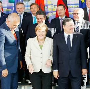 ΕΠΙΜΕΝΕΙ Η ΜΕΡΚΕΛ Διάσκεψη για τα Βαλκάνια στο Βερολίνο: Λύση επειγόντως στοΣκοπιανό