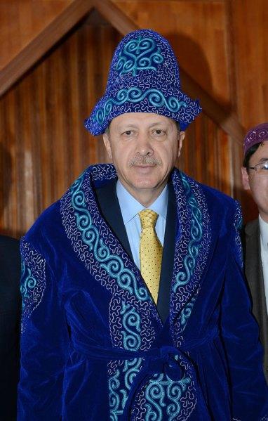 erdogan-in-mongolischer-trachtkleidung-aa