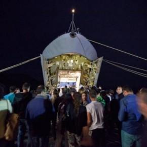 «Τσουνάμι» μεταναστών στο Αιγαίο! Πάνω κάτω πλέουν αρματαγωγά του ΠΝ για τη μεταφοράτους