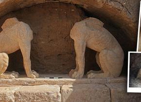 Στο φως και η δεύτερη Σφίγγα της Αμφίπολης ΚΟΚΚΙΝΑ ΚΑΙ ΜΠΛΕ ΧΡΩΜΑΤΑ ΣΤΗΝ ΑΝΩΔΟΜΗ ΤΟΥΜΝΗΜΕΙΟΥ!