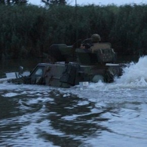 Εντυπωσιακή νυχτερινή διάβαση ποταμού στον Έβρο (ΦΩΤΟ)Από τη ΧΙΙ Μηχανοκίνητη ΜεραρχίαΠεζικού