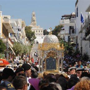 Τήνος: Χιλιάδες κόσμου και φέτος στον εορτασμό της Μεγαλόχαρης Τελέστηκε στον ναό της Ευαγγελίστριας η πανηγυρική θείαλειτουργία