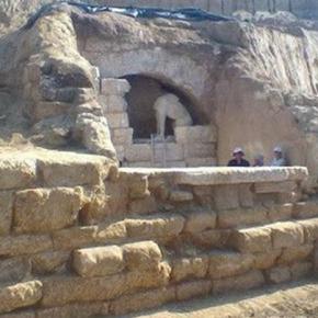 Τα μυστικά του επιβλητικού τάφου στην Αμφίπολη κατά τον ακαδημαϊκό Εμ.Μικρογιαννάκη