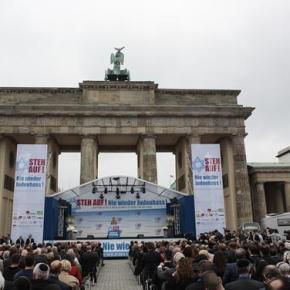 Η γερμανική ηγεσία διαδήλωσε μαζί με χιλιάδες ανθρώπους κατά τουαντισημιτισμού