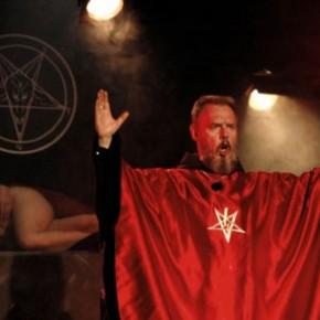 Σατανιστές δημόσια θα πατήσουν εικόνες και θα φτύσουν πάνω στη Θεία Ευχαριστία!(BINTEO)