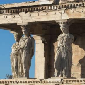 «Αδελφές» των Καρυάτιδων του Ερεχθείου οι δύο Καρυάτιδες της Αμφίπολης: Τα αγάλματα είναι ολόκληρα Ο ΕΛΓΙΝ ΕΚΛΕΨΕ ΤΗ ΜΙΑ Η ΑΜΦΙΠΟΛΗ ΜΑΣ ΔΙΝΕΙ ΔΥΟ ΑΡΧΑΙΕΣΚΟΡΕΣ