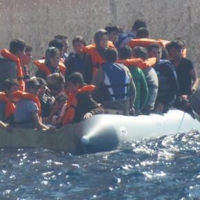 Το ΠΝ στην πρώτη γραμμή του «βρώμικου πολέμου» στο Αιγαίο – Φωτό από διάσωσημεταναστών