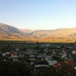 Τραμπουκισμοί αλβανών σε Δερβιτσάνη και Χιμάρα μετά τη διακοπή του αγώνα με τηΣερβία