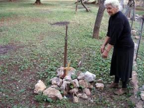 Η Μάνα των νεκρών της Αλβανίας ξεσπά: «Ε, μο διάολε, Εγώ τους νεκρούς μου δεν θα τους προδώσω».