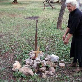 Η Μάνα των νεκρών της Αλβανίας ξεσπά: «Ε, μο διάολε, Εγώ τους νεκρούς μου δεν θα τουςπροδώσω».
