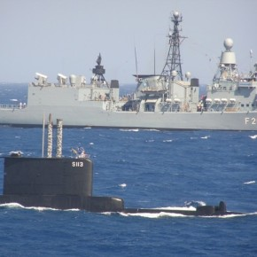 Ελληνική φρεγάτα και υποβρύχιο «πλησίον» τηςΚύπρου