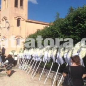 Πάτρα: Ράγισαν και οι πέτρες στην κηδεία του 19χρονου οπλίτη (εικόνες-βίντεο)