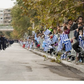 Γαλανόλευκη πίσω από τα κάγκελα! Τι άρεσε και τι όχι στην στρατιωτική παρέλαση στη Θεσσαλονίκη-Φωτογραφίες.