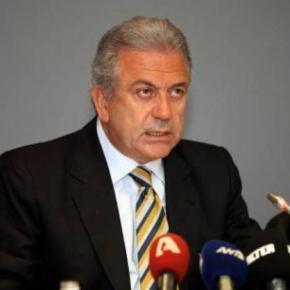Ο Αβραμόπουλος στο υπουργείο Ναυτιλίας για τηνμετανάστευση