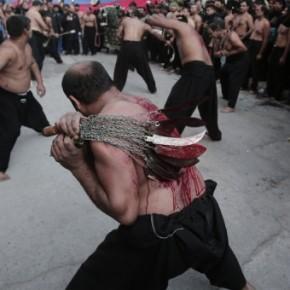 Σιίτες αυτομαστιγώθηκαν στον Πειραιά… Ωςείθισται!