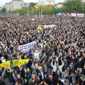 Ανω-κάτω η Τουρκία από τις διαδηλώσεις των Κούρδων για την υπεράσπιση τουΚομπάνι