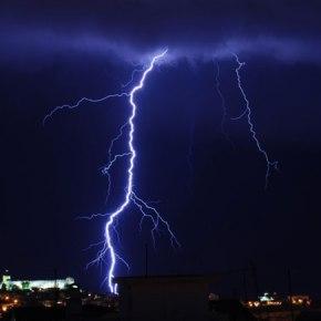 Έρχονται ισχυρές βροχές και καταιγίδες από τοαπόγευμα