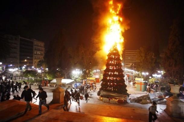 Χριστούγεννα-με-Τανκς-στους-Δρόμους-της-Αθήνας1-620x412