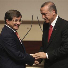 Ποιος κυβερνά την Τουρκία: Νταβούτογλου ή Ερντογάν;Ο ένας λογοδοτεί στη Βουλή, ο άλλος δεν έχει να δώσει λόγο σεκανέναν