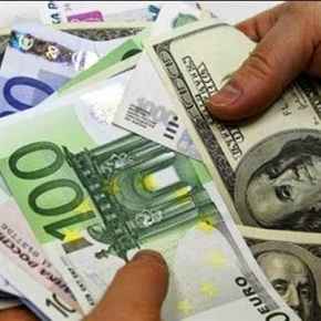 Οι Τούρκοι σπεύδουν να αλλάξουν την τουρκική λίρα με ξένονόμισμα