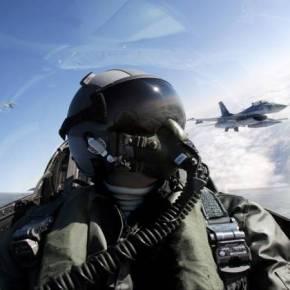 Από την θάλασσα στην υπηρεσία: Μαθήματα καθήκοντος από τους δύο πιλότους του F-16 που έπεσε στηνΓαύδο