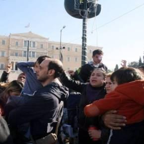 Επιχείρηση «σκούπα» στην πλατεία Συντάγματος – Αστυνομικές δυνάμεις απομάκρυναν ξημερώματα τους Σύρουςπρόσφυγες