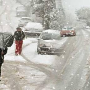 Στο έλεος του χιονιά η χώρα – Σε ποιες περιοχές χρειάζονται αντιολισθητικέςαλυσίδες