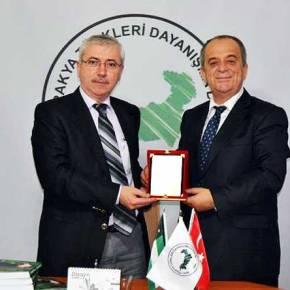 Ο τουρκοπράκτορας βουλευτής του ΠΑΣΟΚ, Χατζηοσμάν, στην συνεδρίαση του κόμματοςΕρντογάν
