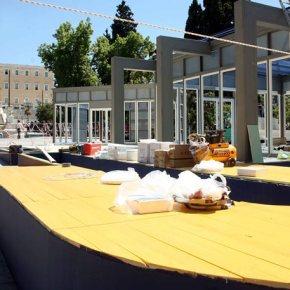 Δείτε αναλυτικά Πού θα στήσουν προεκλογικά κέντρα τα κόμματα Η ΝΔ στην πλατεία Συντάγματος, ο ΣΥΡΙΖΑ στην πλατεία Κλαυθμώνος στον ΣΥΡΙΖΑ, το ΠΟΤΑΜΙ στην Κοτζιά, το ΚΚΕ στον πεζόδρομο Κοτοπούλη, στην πλατεία Ομονοίας, το ΠΑΣΟΚ σταΠροπύλαια