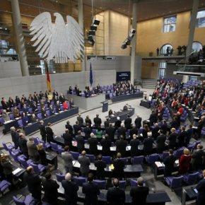 Υπέρ της παραμονής της Ελλάδας στο ευρώ η γερμανική Βουλή Ρεσιτάλ υποστήριξης από τηνΜπουντεστανγκ