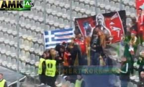 Οι Τούρκοι κατέβασαν την ελληνικήσημαία