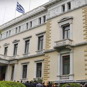 Διπλό «μπλοκ» στην υποψηφιότητα Αβραμόπουλου για Πρόεδρο Δημοκρατίας Αντιδράσεις από στελέχη του ΣΥΡΙΖΑ και από τις Βρυξέλλες ανέβαλαν την ανακοίνωση του ονόματος του επόμενου ενοίκου του προεδρικούΜεγάρου