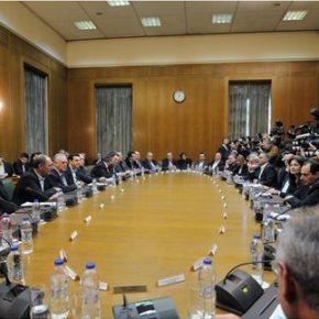 Ολοκληρώθηκε το «μαραθώνιο» κυβερνητικό συμβούλιο στο Μέγαρο Μαξίμου Αναλυτική ενημέρωση από τον Αλ. Τσίπρα, τον αντιπιπρόεδρο της κυβέρνησης Γ. Δραγασάκη και τον υπ. Εξωτ. Νίκο Κοτζιά στουςυπουργούς